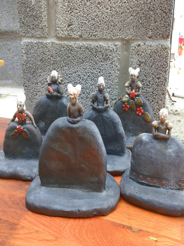 Ellashandkraft_Barockdamer - keramikskulpturer i raku-teknik